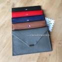 Porte papier en cuir véritable avec pièce ou carte porte bonheur personnalisée