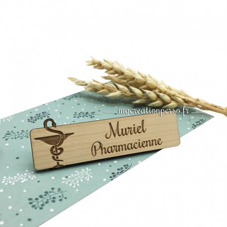 Badge en bois Docteur en pharmacie personnalisé